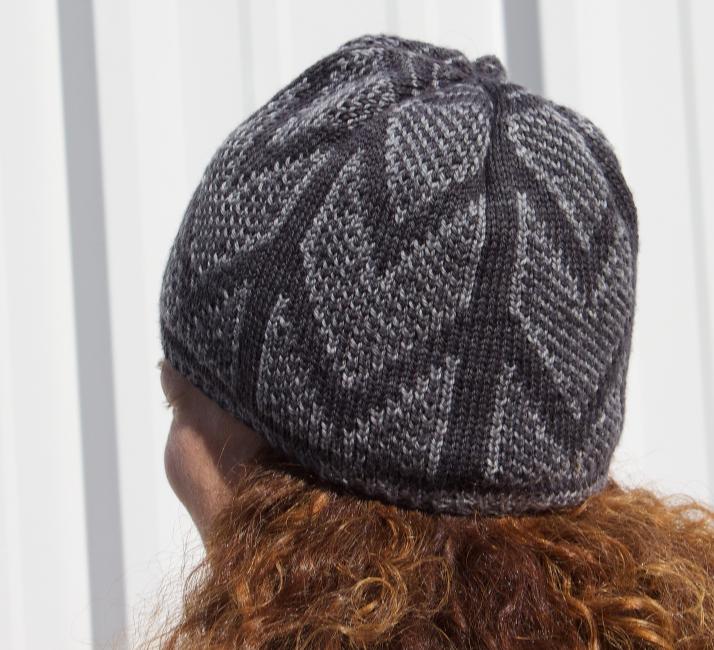 Chandelier Hat by Natalie Servant (fingering weight version)